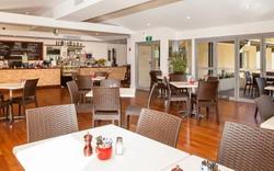 Colo Riverside Café